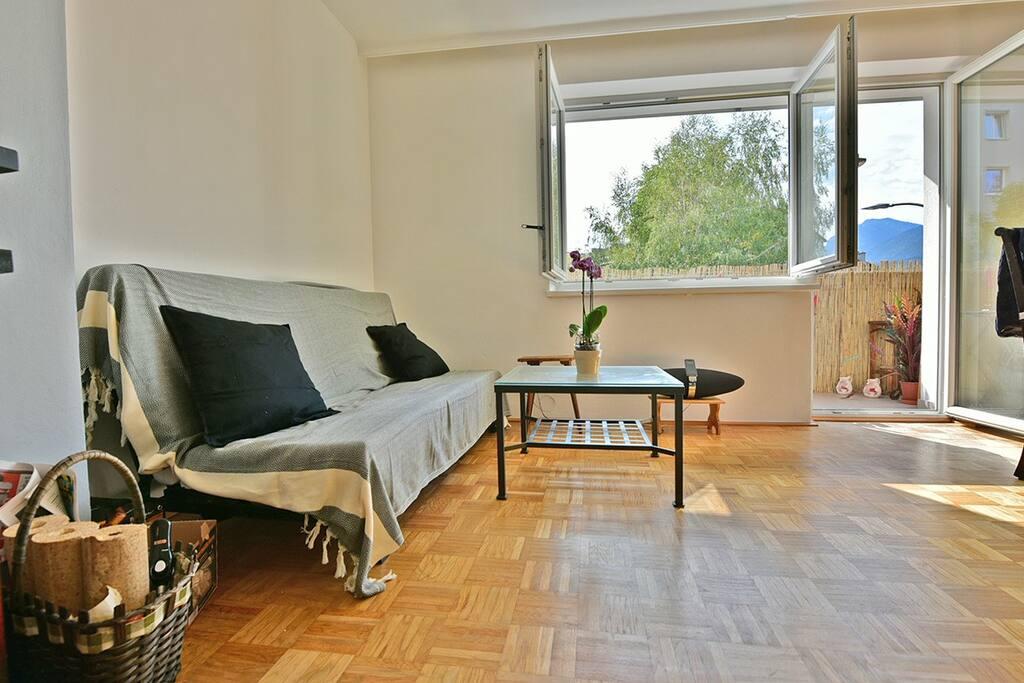 gem tlich ger umig mit kamin und bergblick wohnungen zur miete in innsbruck tirol sterreich. Black Bedroom Furniture Sets. Home Design Ideas