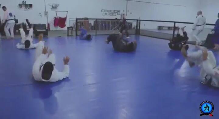 Academia P/ atletas - Tatame para dormir e treinar