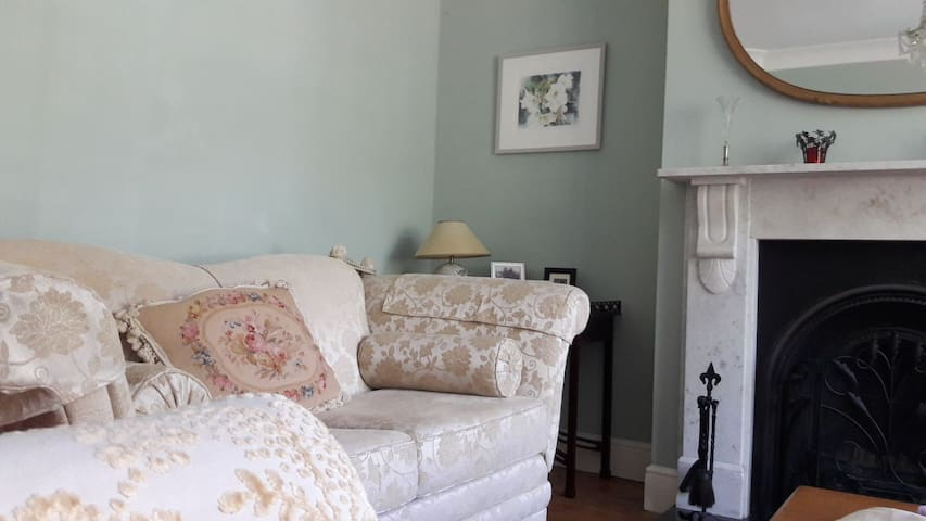 Double room in a beautiful 1930's house