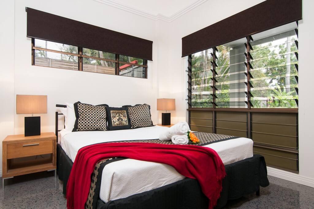 Bedroom One, Aircon, Queen, en-suite, ceiling fan, wardrobe