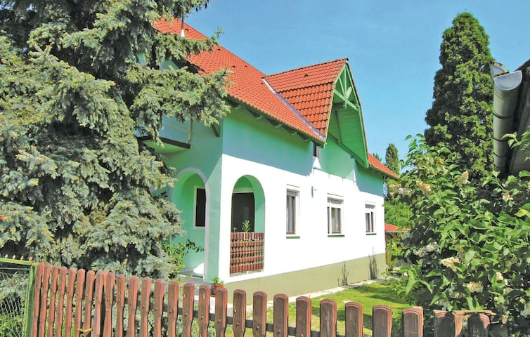 Holiday cottage with 3 bedrooms on 96m² in Balatonlelle