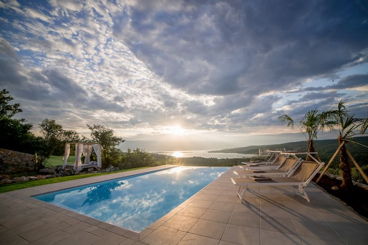 Villa Castello Sužanj - Croatia Luxury Rent