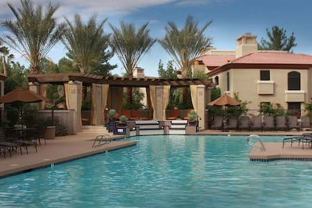 A+ location on greenbelt! - Scottsdale - Apartment