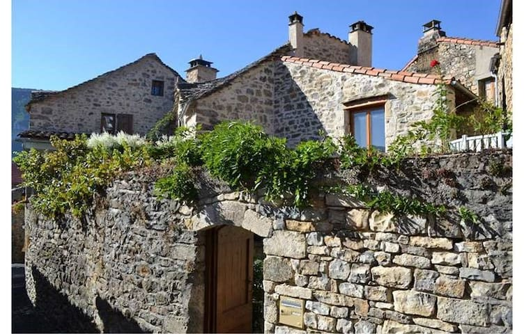 House in Monstuejouls,  Gorges du Tarn - Mostuéjouls - Holiday home