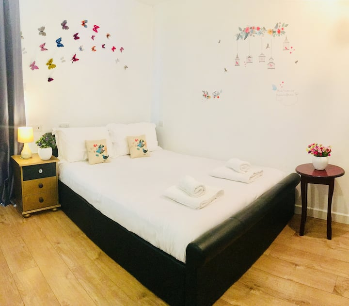 Private Studio Flat | Free Parking