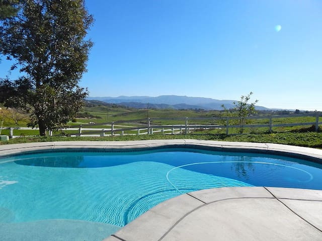Pool/View Home Walking Distance to Wineries!! - Temecula