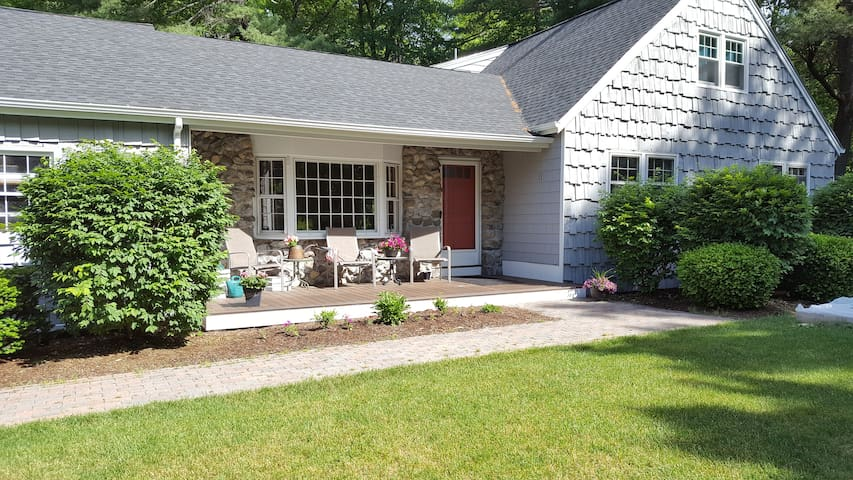 Natural Retreat Close to Shopping & Attractions - Westford - Casa