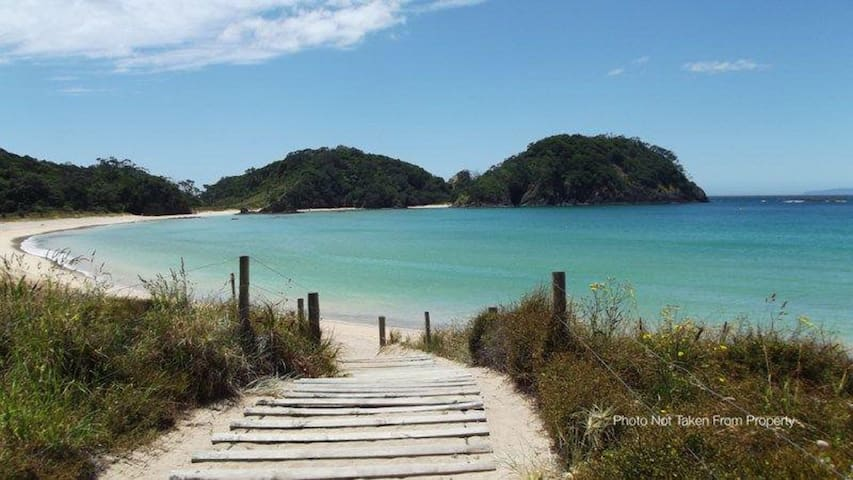 Matapouri bach - beautiful Northland beach