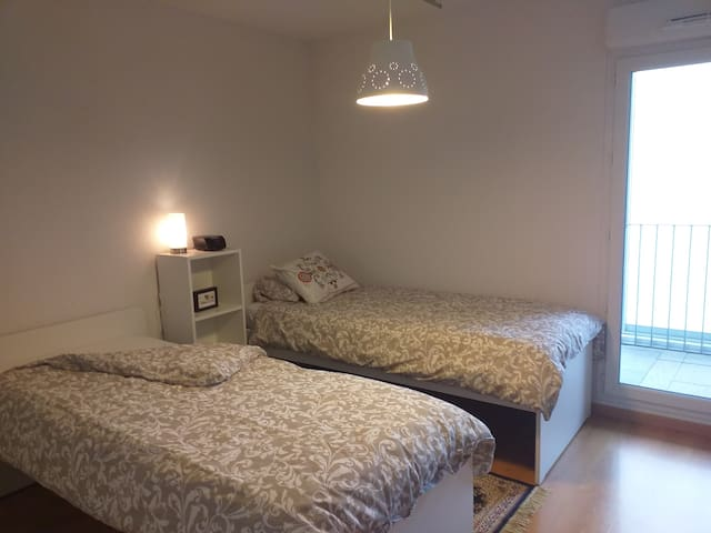 Bedroom with 2 single beds Montaudran-Aerospace