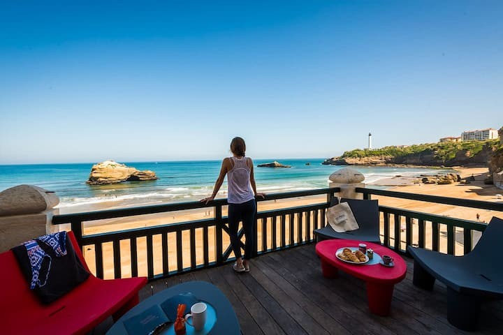 MIRAMAR · KEYWEEK Apartment with Terrace and Access to Pool in Biarritz