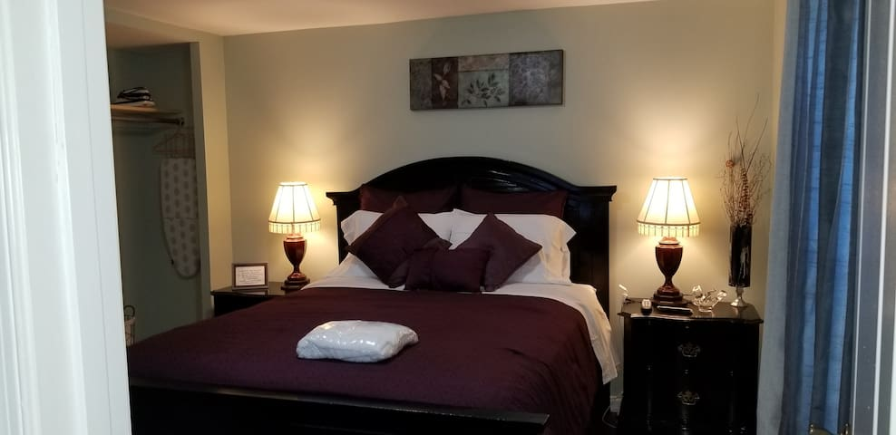 D.C suburbs private room convenient location QUEEN