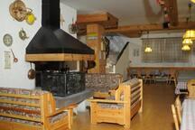 Taverna Common space