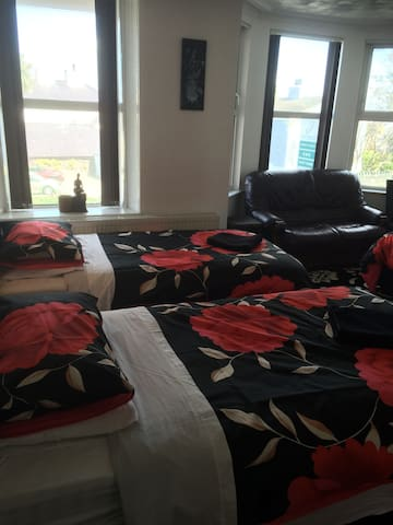 Suite (self check in) - Holyhead - Townhouse