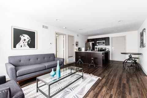 Stylish Apartment Close to all the Hotspots