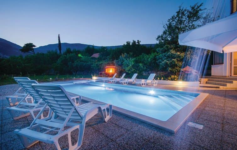 Spacious apartment & swimming pool - Klis - Apartment