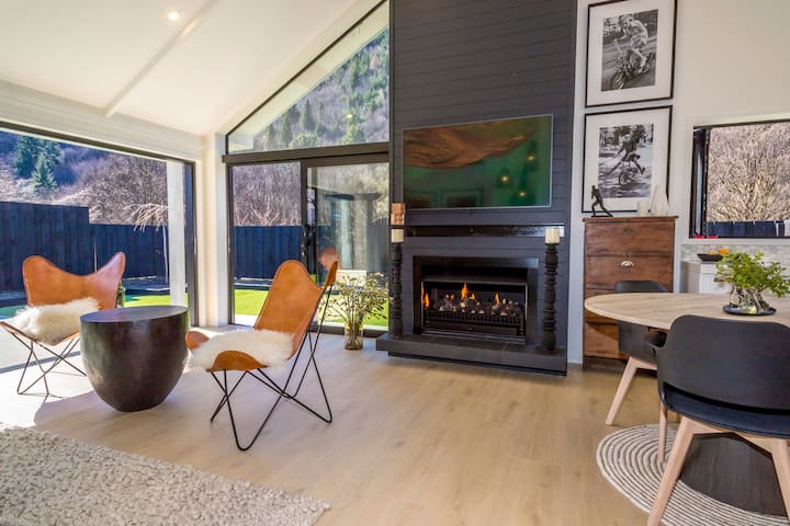 Katie's Cottage,  Arrowtown, 2 bed, on the Green