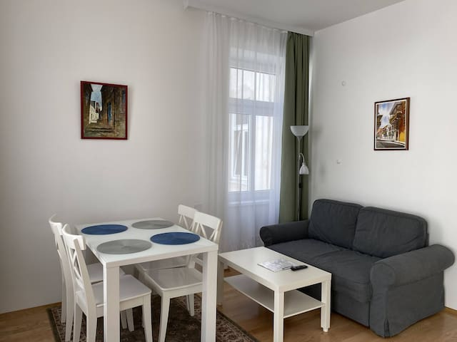 Deluxe Apartment with Balcony in 15. District