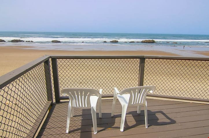 Beachcomber's Haven - Magnificent Oceanfront Views One Block from Casino in Lincoln City!