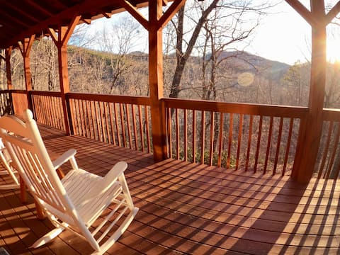 NEW! Cozy log cabin with view! 25 min to Asheville
