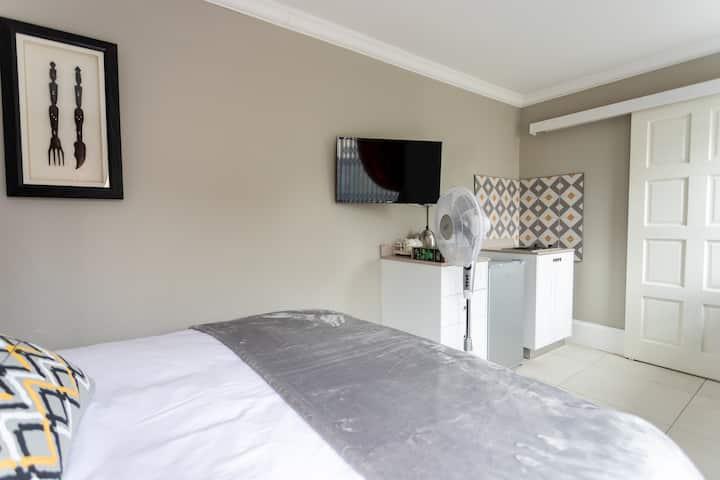 Blue Apartment - Cosy, comfortable & private.