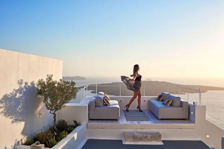 GRCSSSAN301-1 Two Bedroom Villa in Fira
