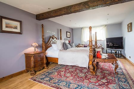 Farm View Hall B&B - The Stables room - North Yorkshire