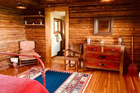 Double J Rustic Ranch Cabin