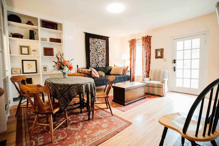 cozy, comfortable, light living/dining