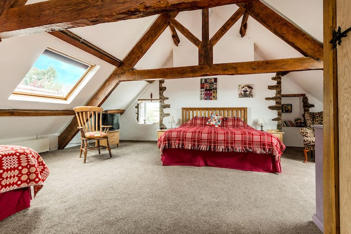 Kidwelly Farmhouse B&B -The Loft