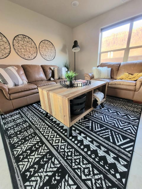 New 2 bedroom Moab townhome in perfect location!