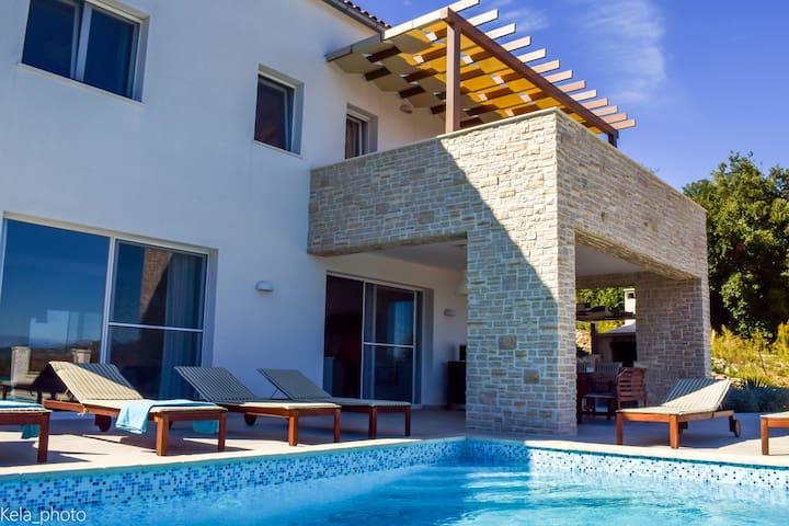 Villa Aya with pool, Island Iz