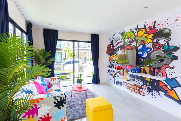 ColorChic Home - 3 BR ModernStyle, Large Pool