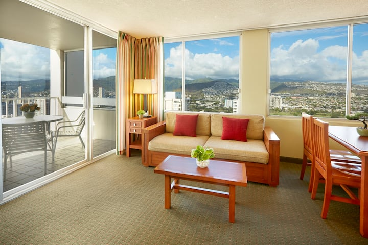 Waikiki One Bedroom with Kitchen and 1 Queen Bed