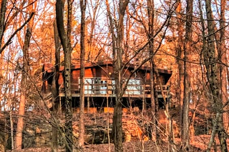 Private 1Br Cabin on 130 acres w/ Waterfall, Views