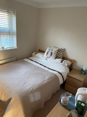 Double room in spacious house near M5 (Jn 6).