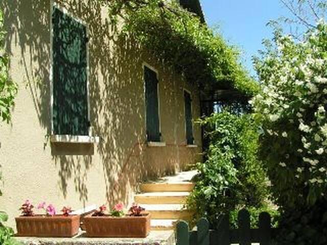 Maison coeur village avec jardin et vue imprenable