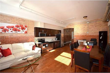 Luxury 1.5 Bedroom Condo In The Heart Of Hamilton - Appartement