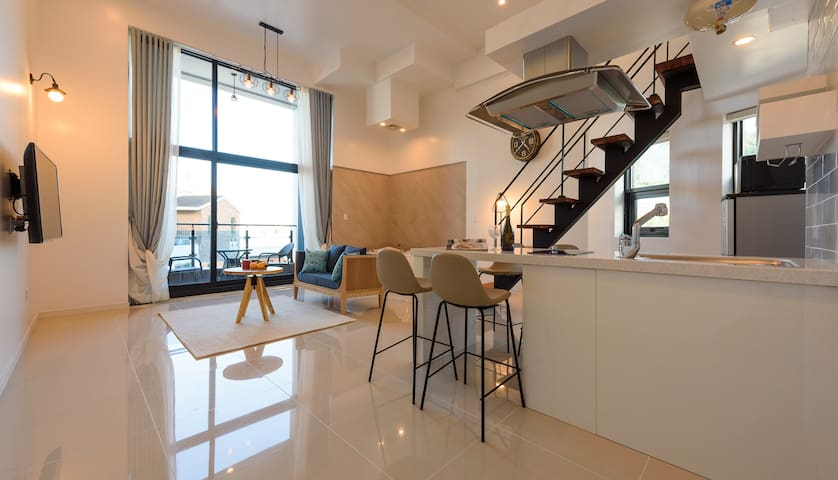 휴식과 월풀을 즐길수 있는 1층과 아늑한 1층 침실이 있는 복층 203(월풀)