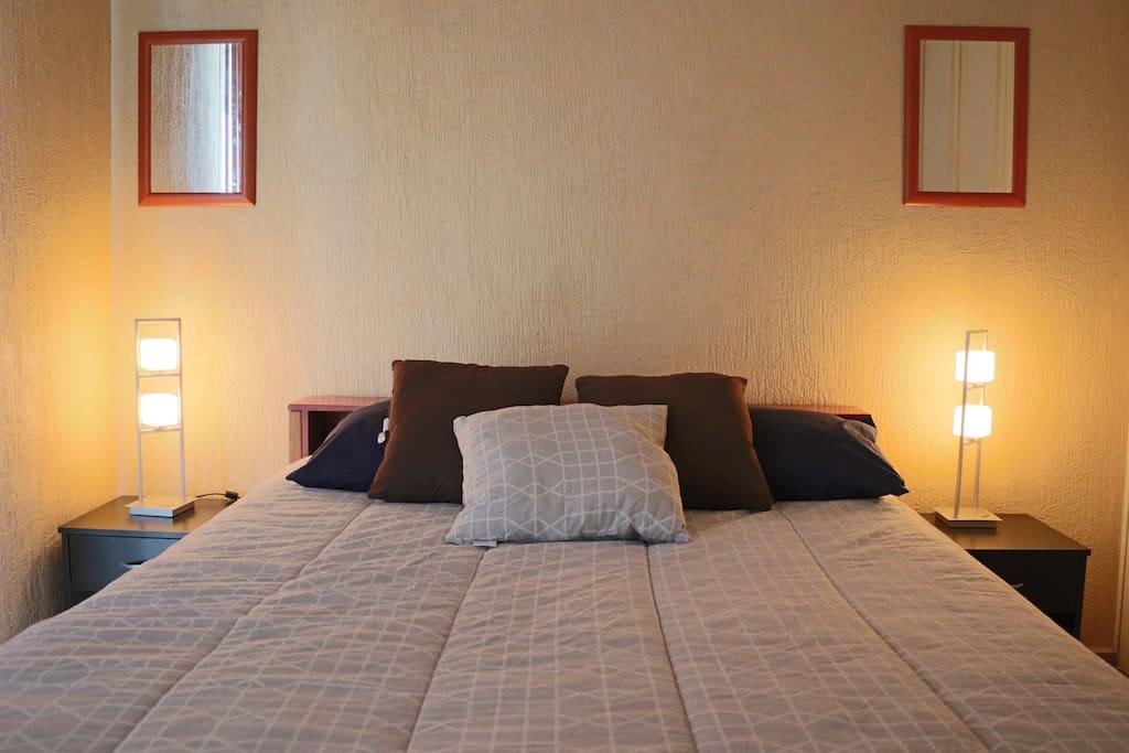 Room #1 with Queen size bed (2) Cuarto #1 con cama Queen (2)
