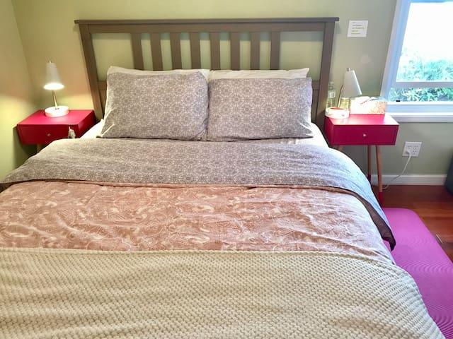 Cozy top floor bedroom #2 overseeing San Bruno
