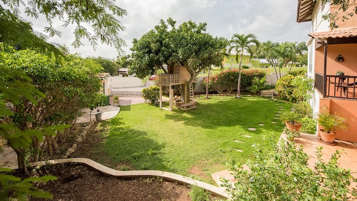 Beautiful apartment with spacious garden!