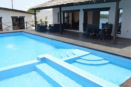 Villa en bordure de la lagune , Assinie