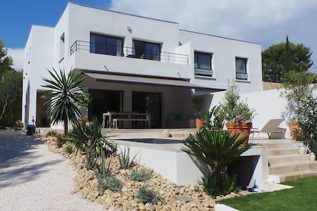 Villa contemporaine avec piscine et jardin - La Ciotat