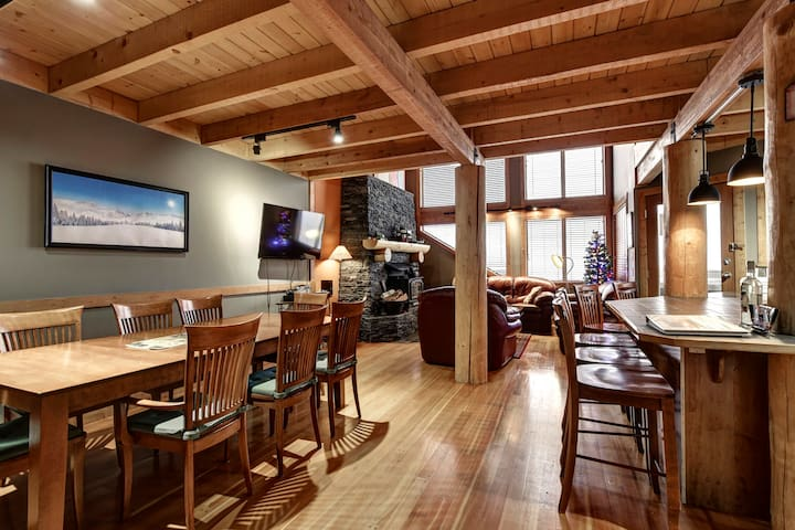 Family friendly Chalet -  3 Bed/3 bath