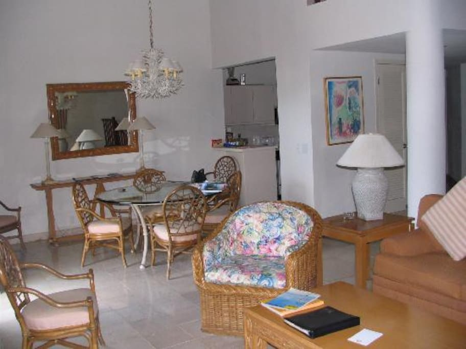 Dining area (fully equipped adjoining kitchen)