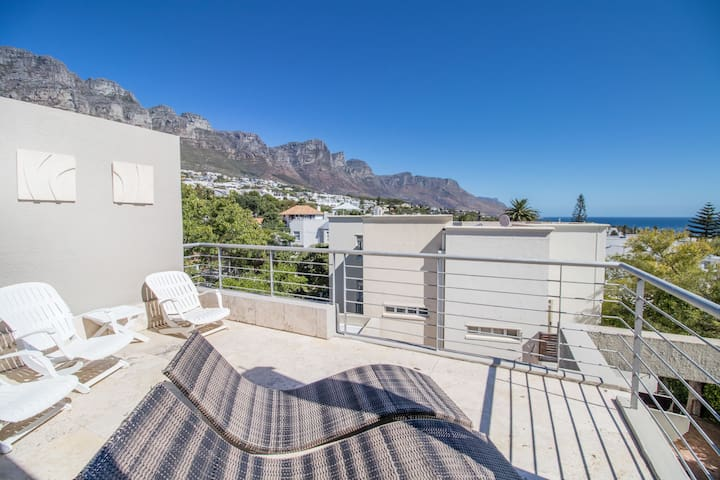 3 bedroom home in Camps Bay walk to beach