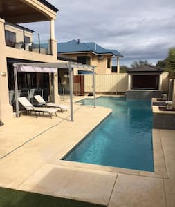 Stunning executive home close to the beach!! - Iluka - Ev