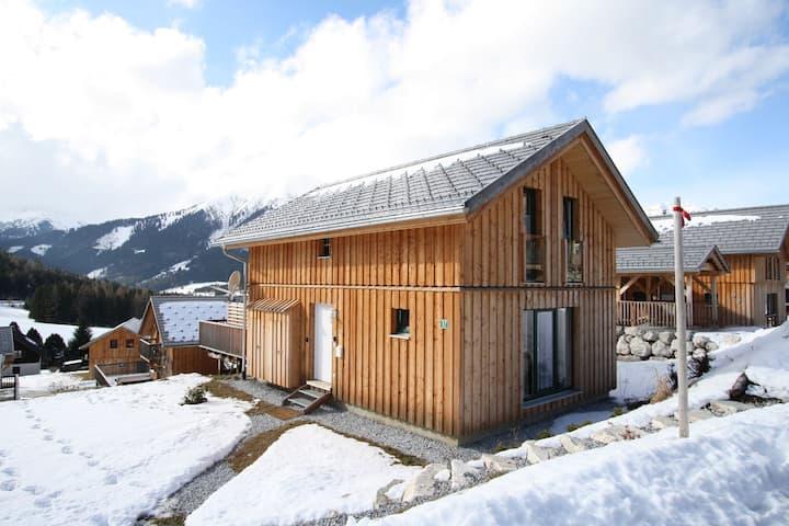 Lavish Wooded Chalet with Sauna & Jacuzzi in Hohentauern