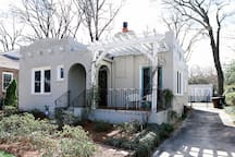 Holliday House - A Charming Sunset Hills Bungalow