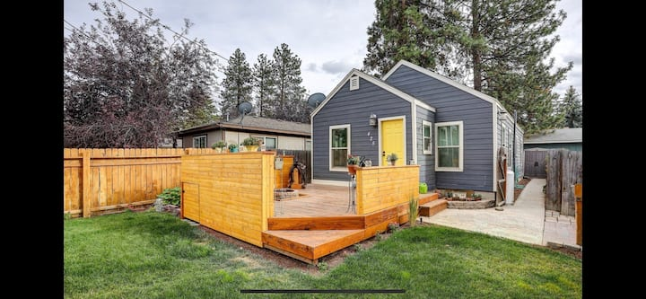 Darling Bungalow-Relaxing Deck-Remote Worker Haven